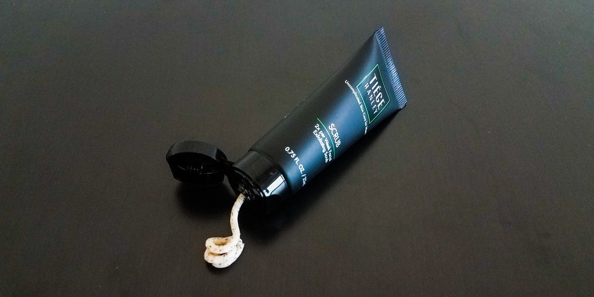 Men's exfoliating face scrub