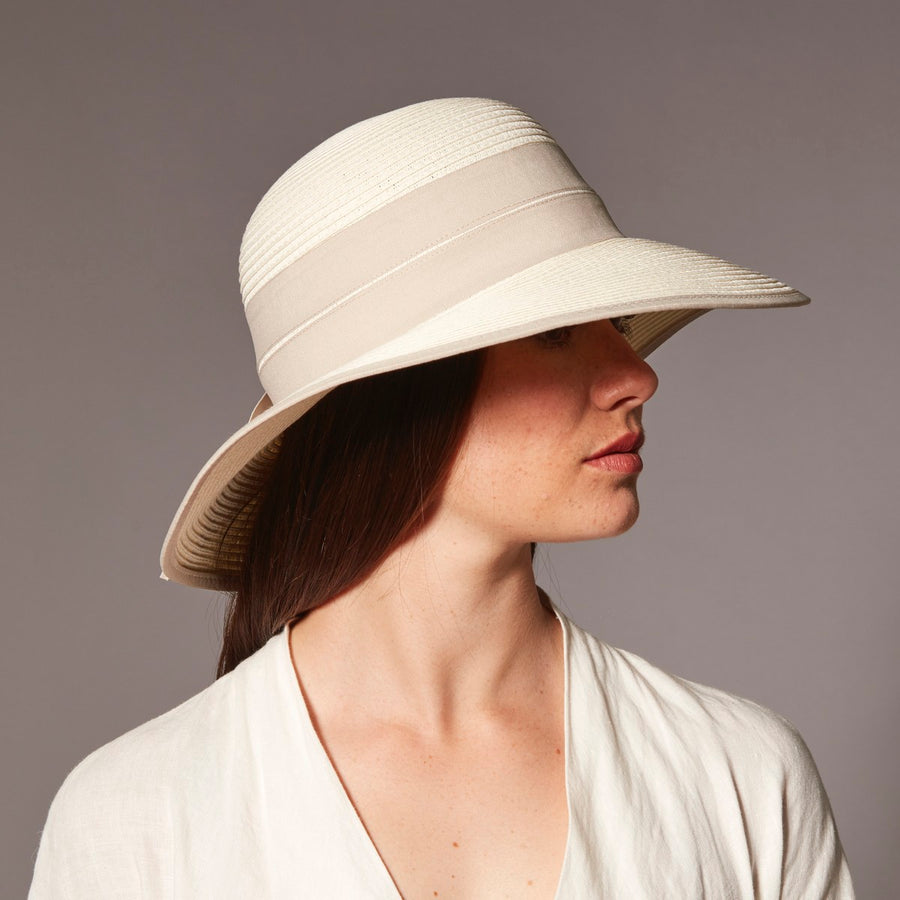 DUKESIA CLOCHE IN PAPER STRAW