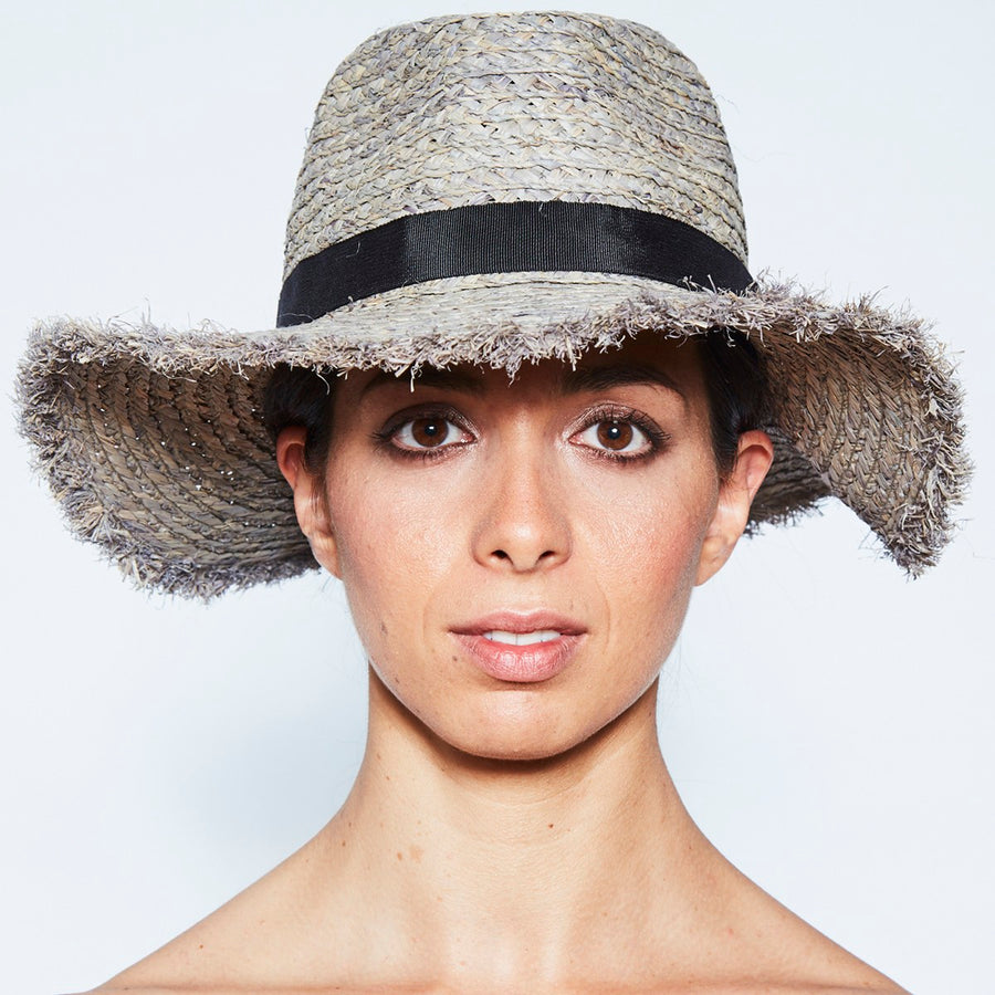 FELICIA FEDORA IN STRAW
