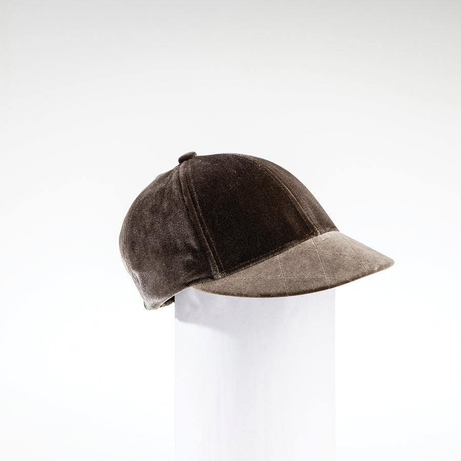CARINDA - VELOUR CAP WITH QUILTING GOLF  7400 TAUPE O/S