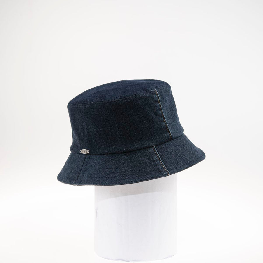 JILLIAN - BUCKET HAT IN UPCYCLED JEANS