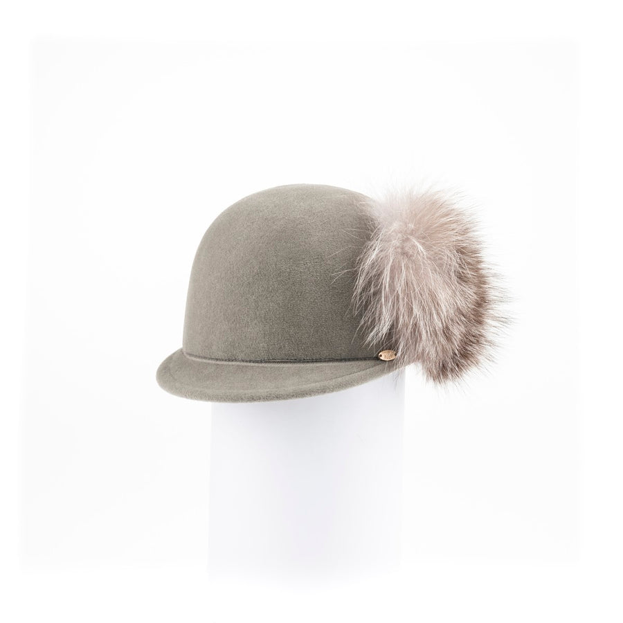 CHARM - CAP HAT IN FUR FELT WITH LARGE SIDE POMPOM