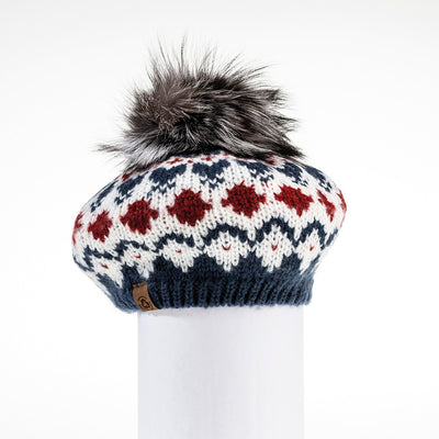 CHUNKY SKI KNIT BERET HAT WITH UPCYCLED FUR POM GOLF  4500 NAVY-RED MIX O/S