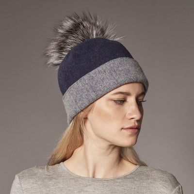 ODETTE ORMOS COLOR BLOCKED BEANIE WITH UPCYCLED FUR POM GOLF  4500 NAVY-GREY ONE SIZE