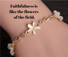 Load image into Gallery viewer, Flower Charm Bracelet