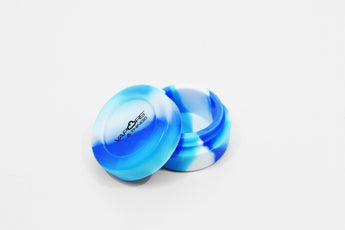 vaporsandthings.com:Vapors & Things 1.5in Blue Tie-Dye Round Silicone Container