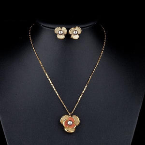 Classic Gold Color Flower Design Clip Earring and Pendant Necklace Set