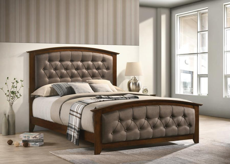 Suamico Warm Brown Bed Frame