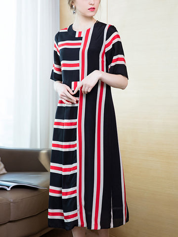 Simple round neck striped spell receiving pleated dress over the knee skirt