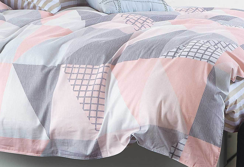 Zig Zag King Quilt Cover - Pink/Blue close up