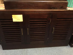 01 Member Special - Hawaii 3 H Stripe Door Buffet Sideboard Shoe Cabinet 3 Door 138 x 35 x 90 TEK168SR 003 HSR ( Picture Illustration Colour for Reference Only ) ( Mahogany Colour )