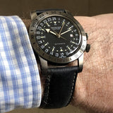 Glycine Airman Vintage The Chief GL0246 GMT Schwarz Automatik Herrenuhr Wrist Shot