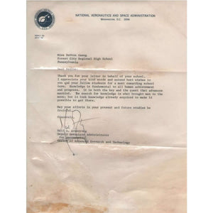 Carta assinada por Neil Armstrong