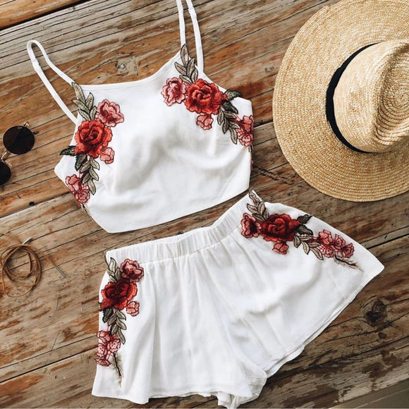 SUMMER WHITE TOP SHORTS RED ROSES