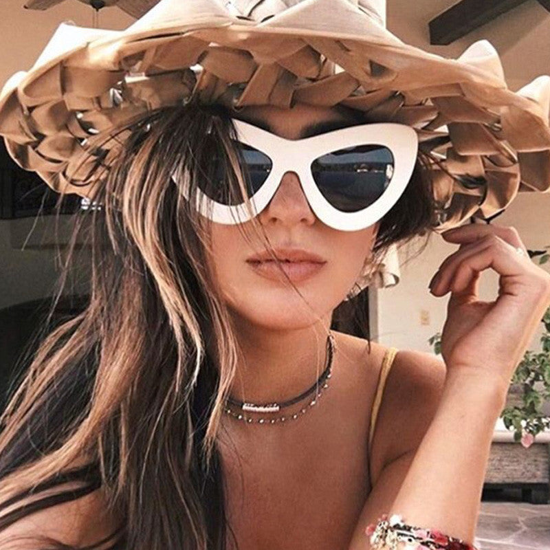 UP CORNERS VOLUME SUNGLASSES