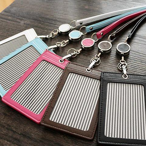 CARDHOLDER Retractable (Silver Hardware)