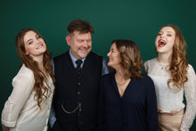 Family photoshoot and makeover (up to 4 people)