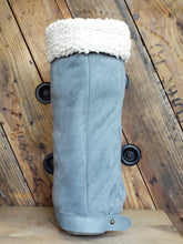 A warm cover for medical walking cast, walking boot, or air cast. Soft shearling fabric you can wear with or without cuff.