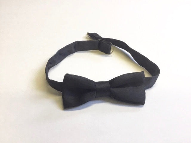 Simple bow tie accent belt for medical walking boots and air casts