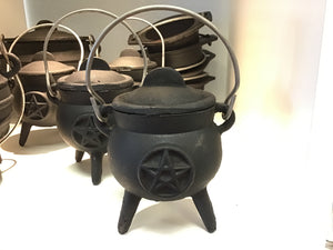 Cauldron, small black pentacle