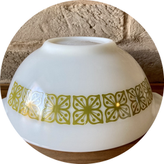 Pyrex USA Verde Floral, square green flwers