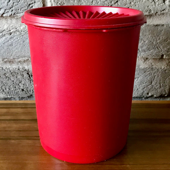 Tupperware red container, fan-lid