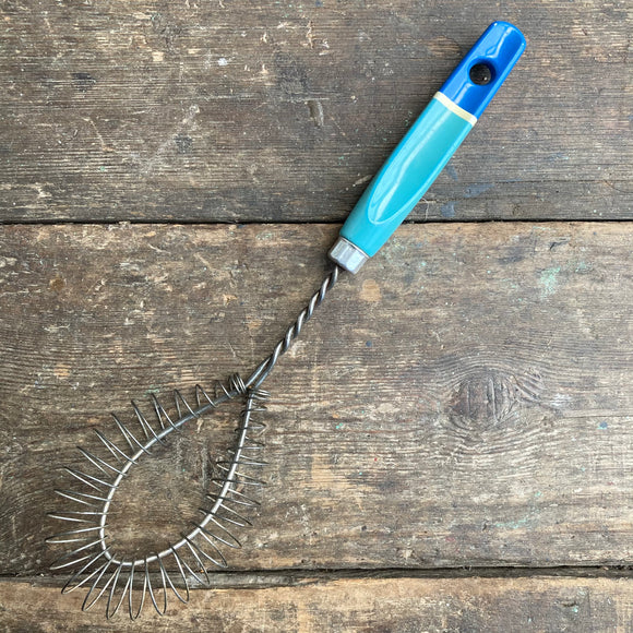 Skyline Vintage Whisk, blue handle