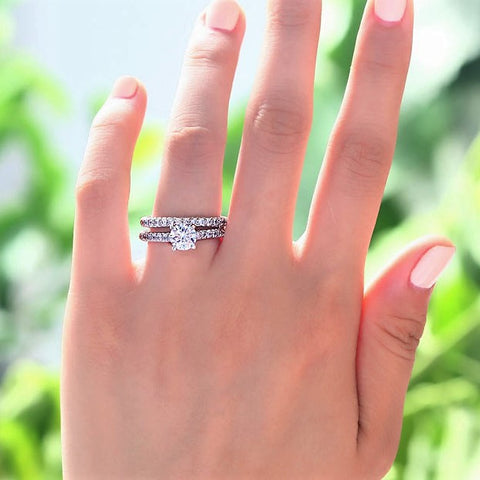 Glamorous Glittering Engagement Ring Set