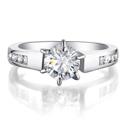 Eye catching Round Cut Engagement Ring