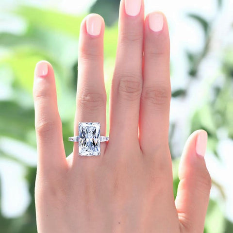 Stunning classic style 8.5 carat engagement ring