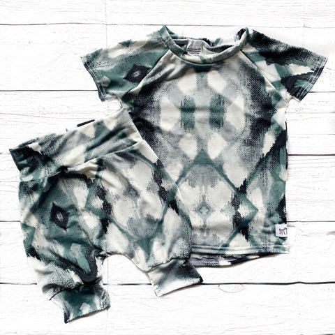 Black & Grey Tie Dye Cropped Joggers & Raglan Tee Set (Size 5T left only)
