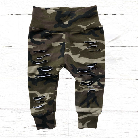 Camo distressed leggings