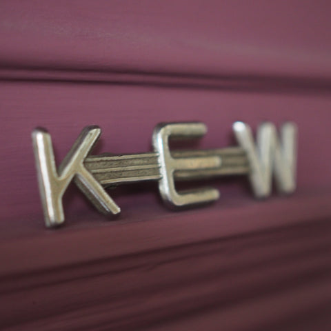'KEW' METAL CAR BADGE