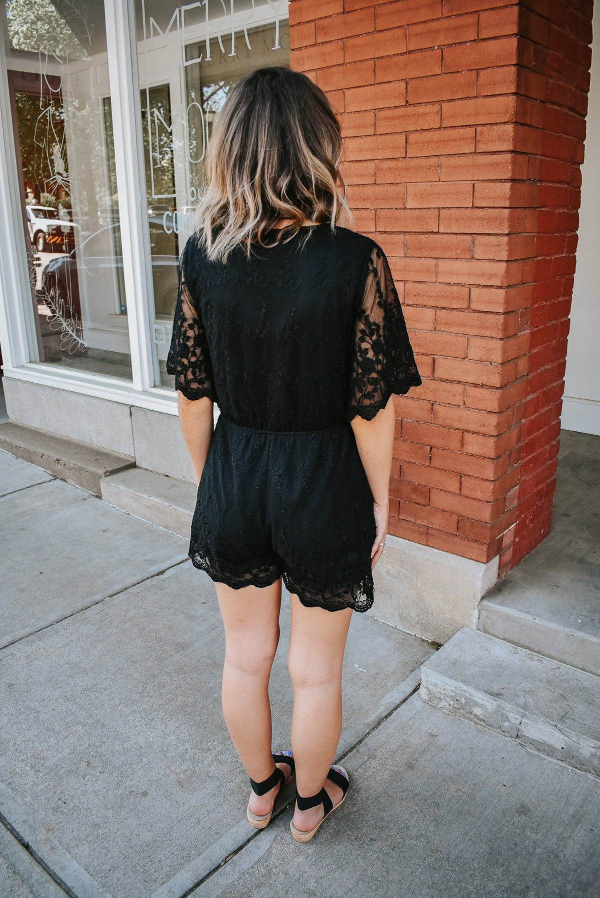 FLORAL EMBROIDERY ROMPER-BLACK
