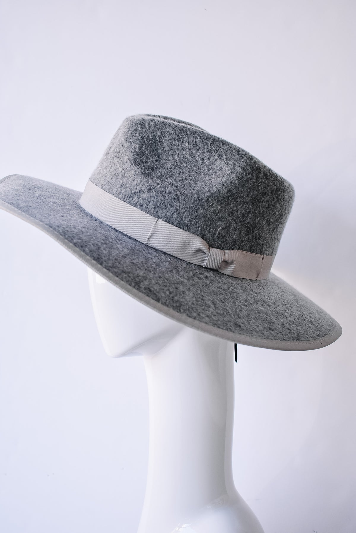 FEDORA W/ RIBBON-GREY