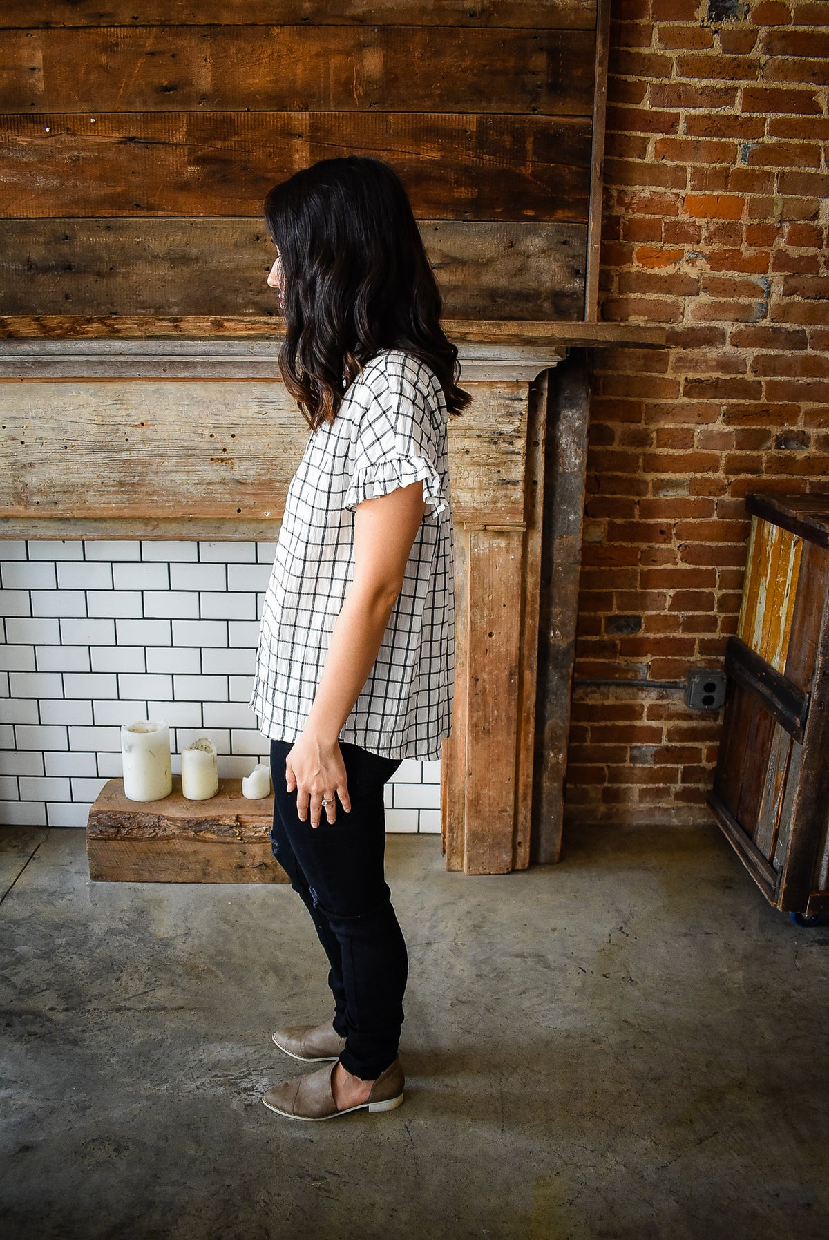 RUFFLE SLEEVE GRID BUTTON DOWN