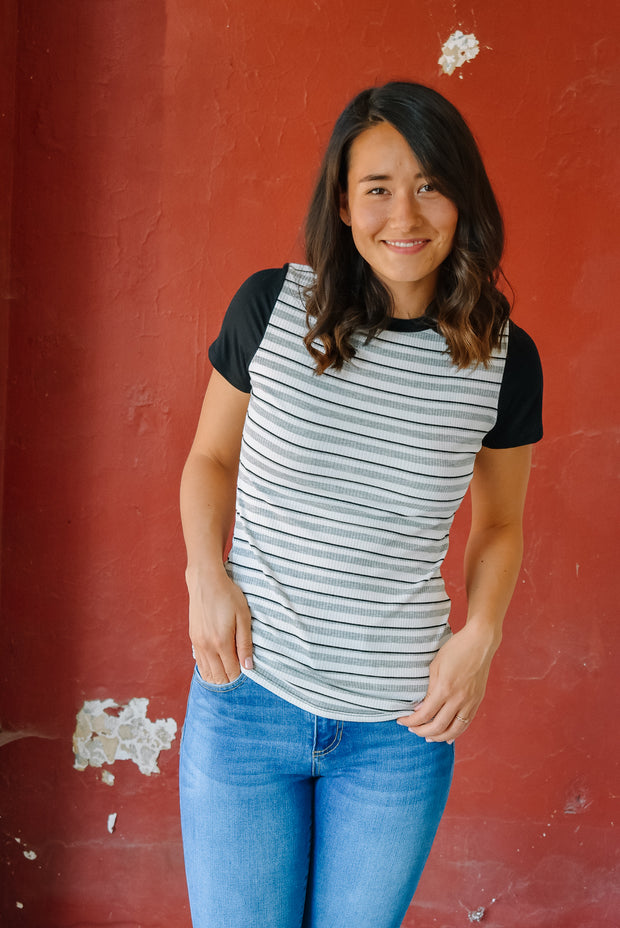 STRIPED TEE-BLACK/GREY