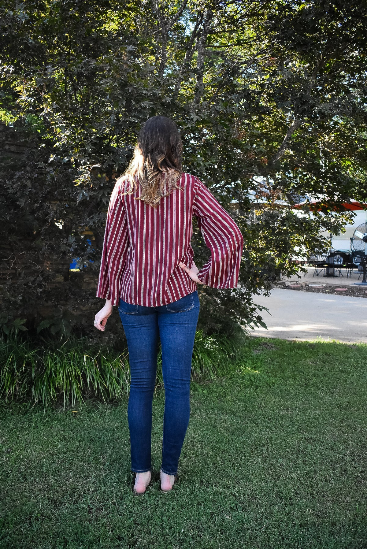 STRIPED FRONT TIE BLOUSE - BURGUNDY
