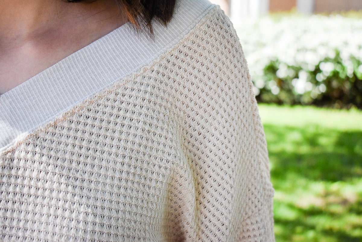 WAFFLE KNIT V-NECK SWEATER-CREAM