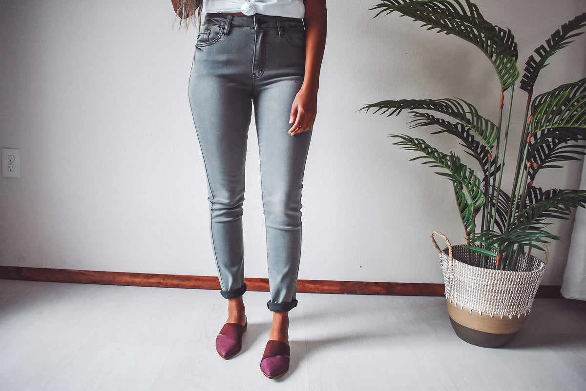 BASIC LIGHT GREY JEANS