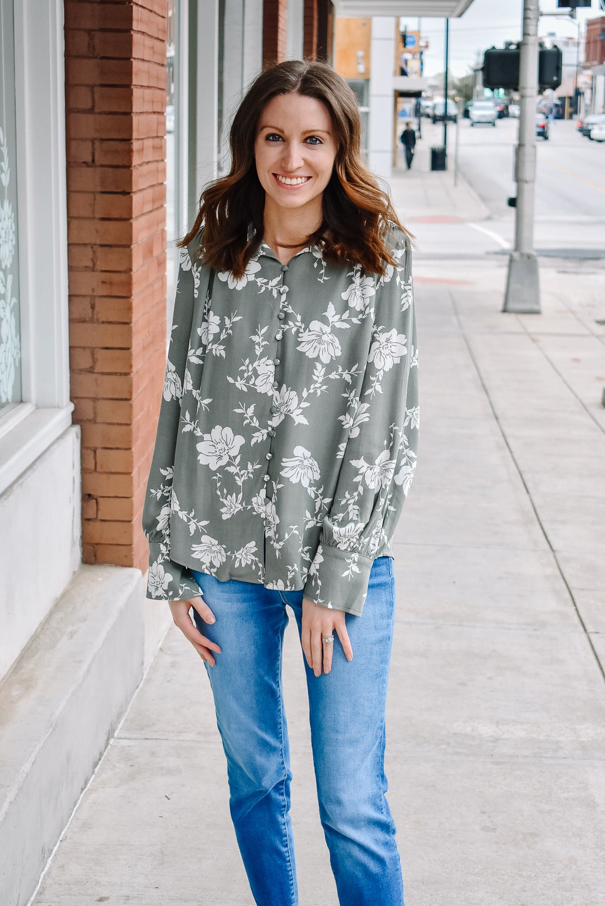 FLORAL ROULEAU BUTTON BLOUSE-SAGE