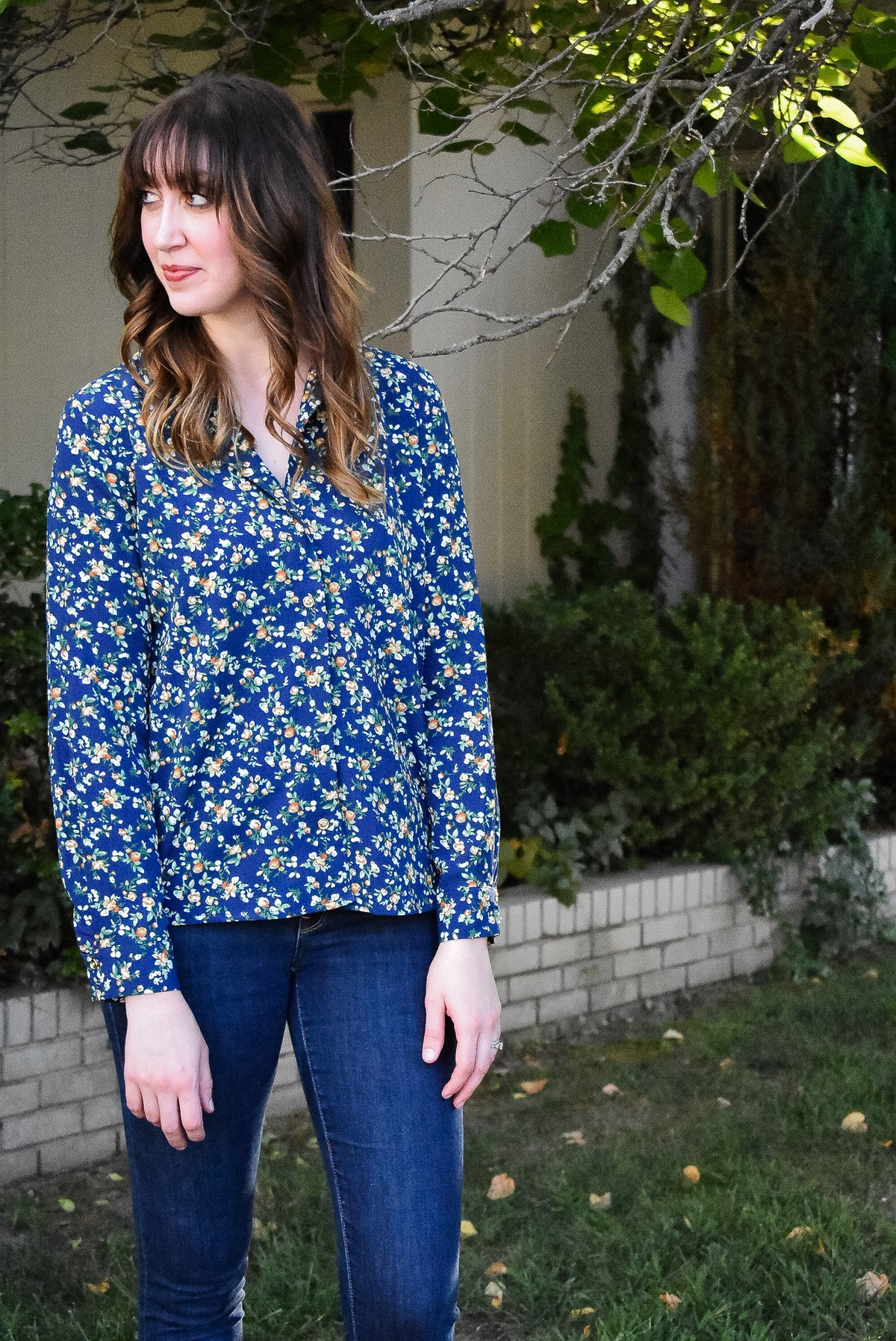 FLORAL BUTTON-UP - NAVY