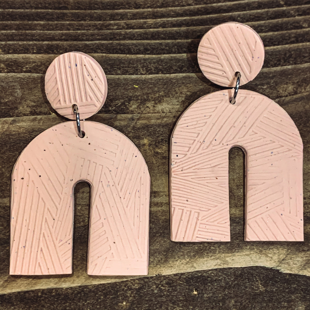 PINK SPECKLE ARCH CLAY EARRINGS
