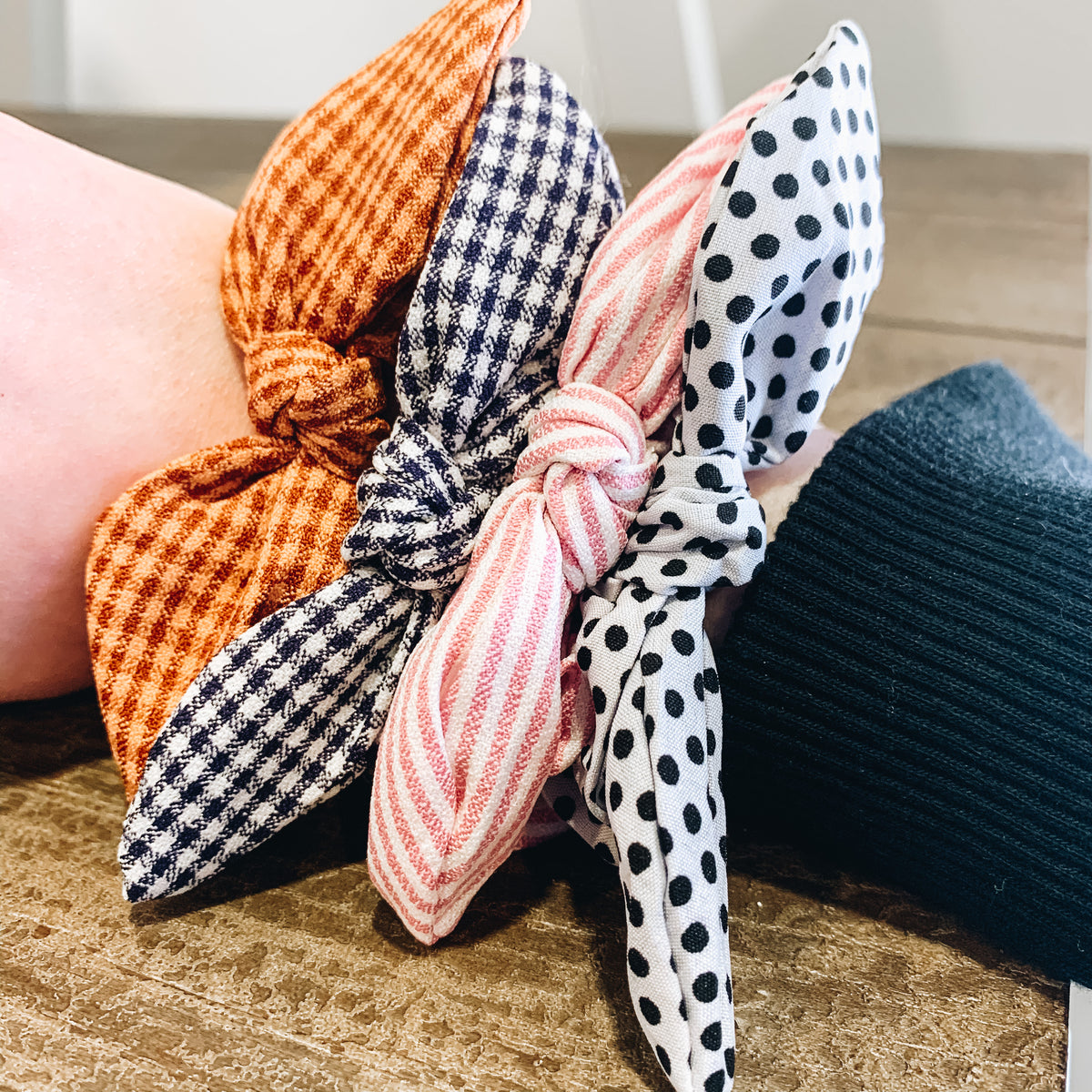 PATTERN BOW TIE SCRUNCHIE