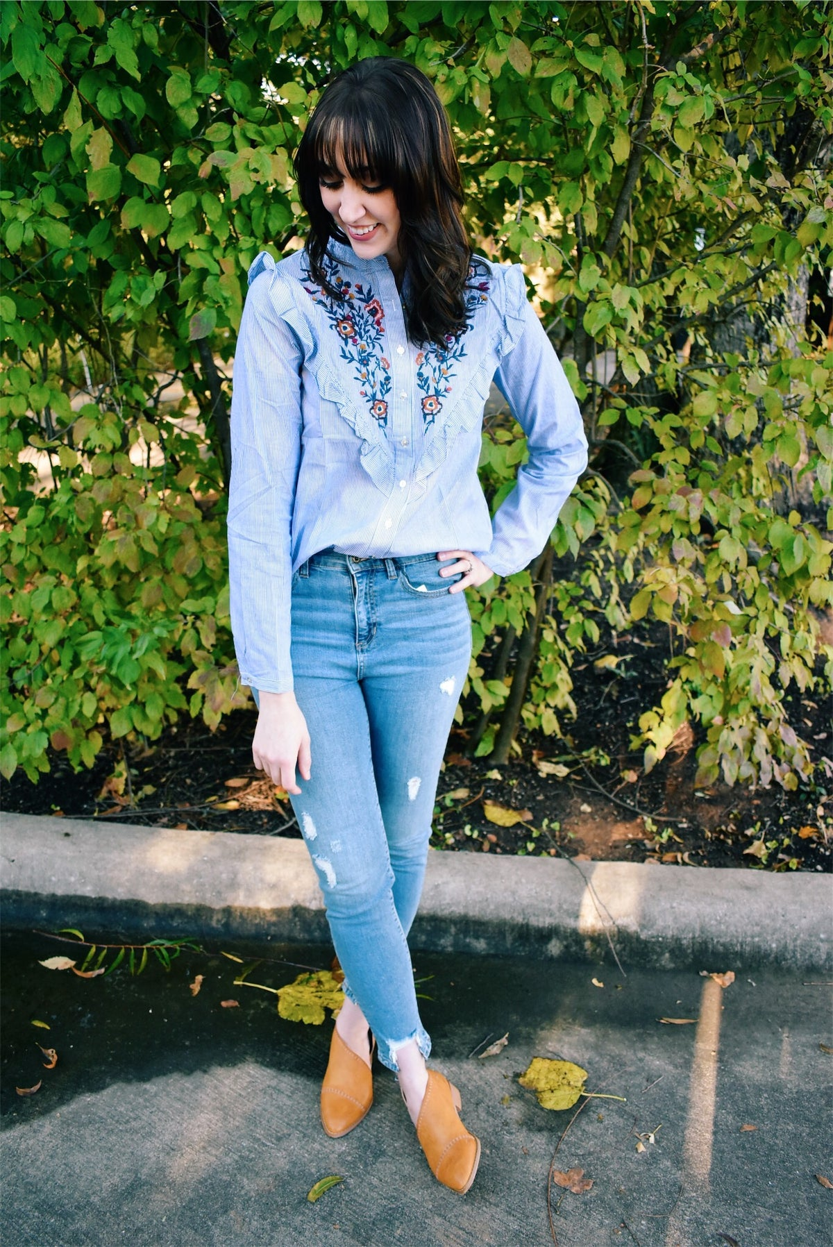 EMBROIDERED RUFFLE BUTTON-UP