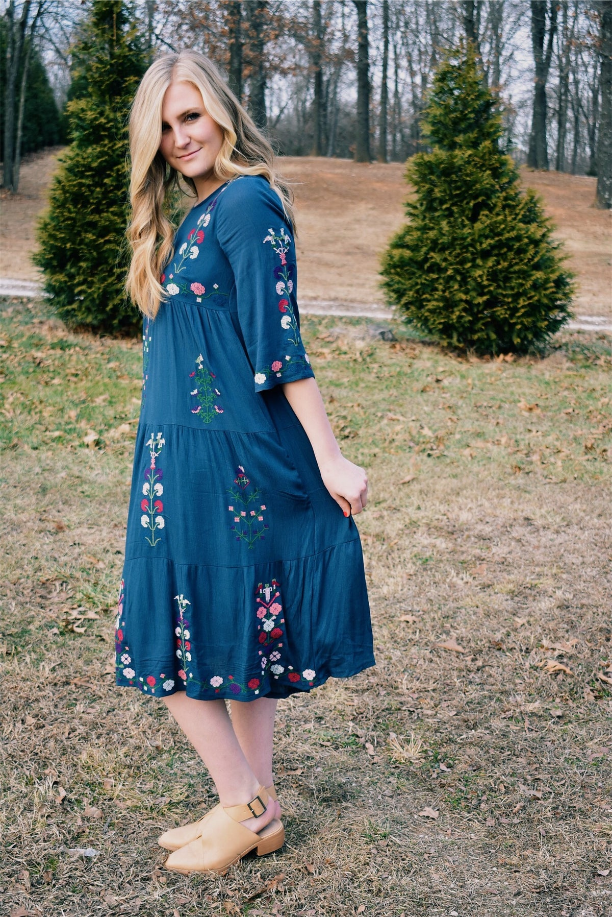 EMBROIDERED QUARTER SLEEVE DRESS-NAVY