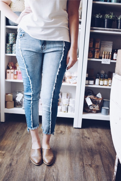 FRAYED 2-TONE DENIM ANKLE JEANS