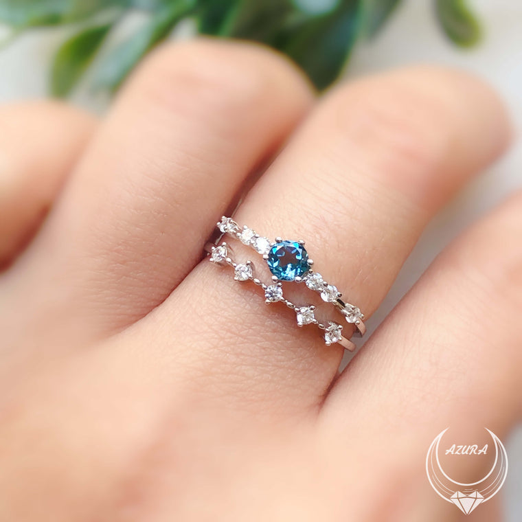 The Center of the Universe Blue Topaz Ring & White Topaz Celestial Ring Set (White gold)