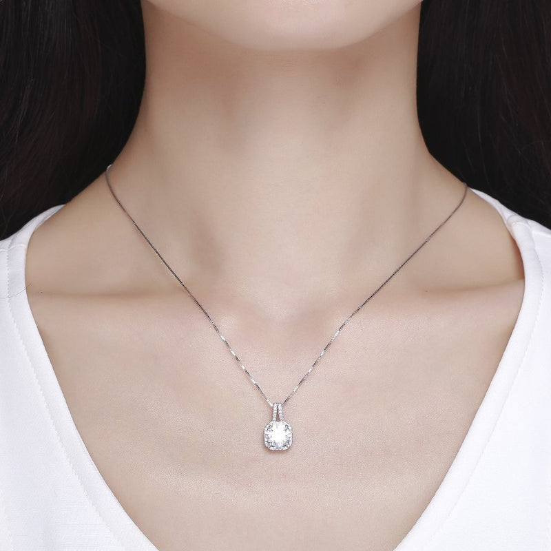 Glistening Pendant Necklace