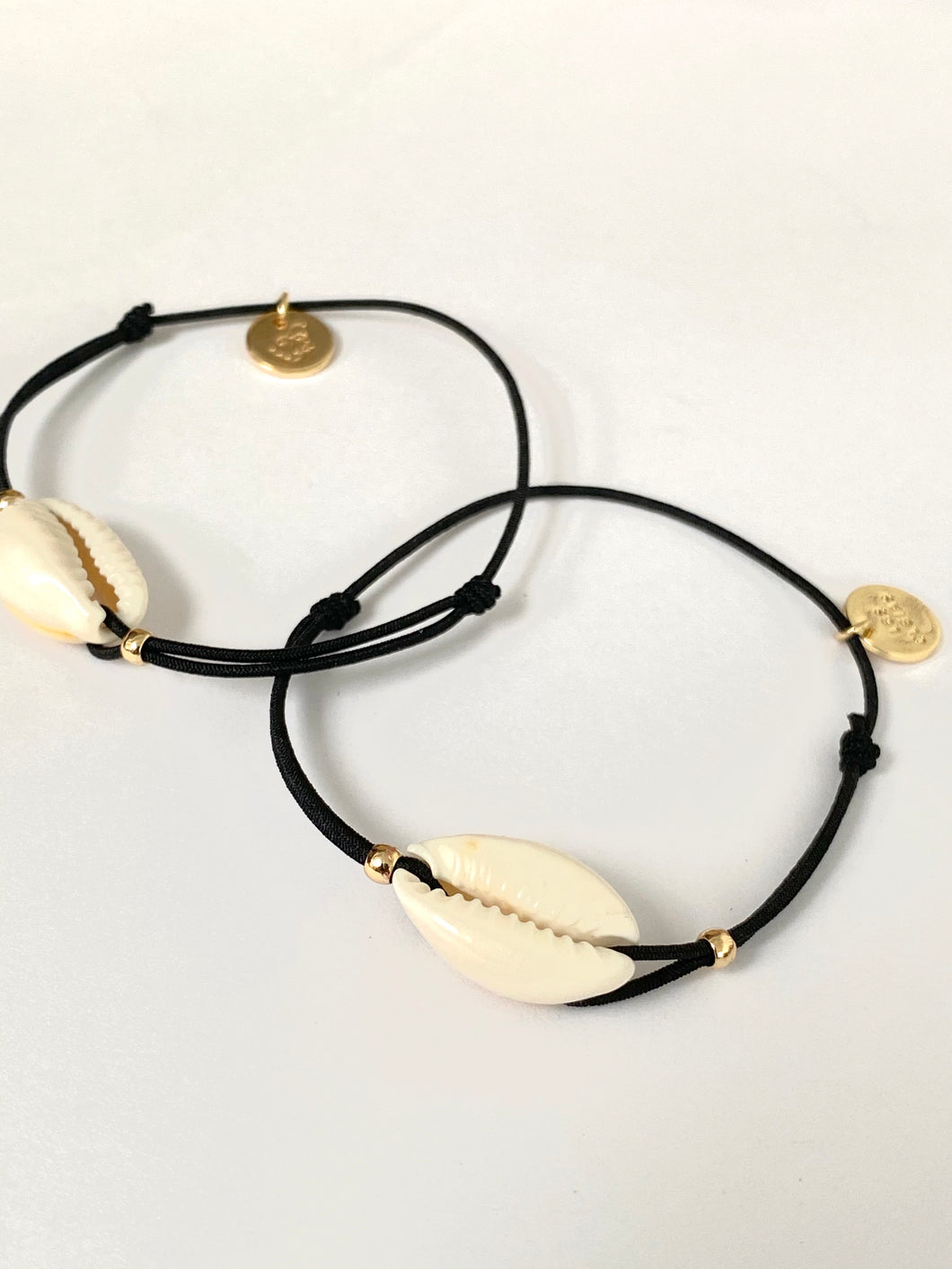 Shell bracelet on elastic string